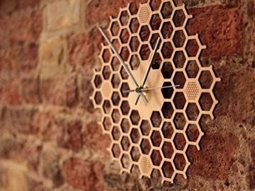wanduhr-in-offener-bienenwaben-form-kreatives-und-modernes-design-aus-bambusholz-leise-ohne-ticken-sechseckig-mit-offenem-rand-4